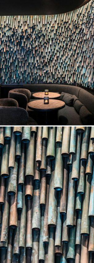 Oxidierte Kupferrohre wurden verwendet, um eine einzigartige Akzentwand in einem Pariser Restaurant zu schaffen…