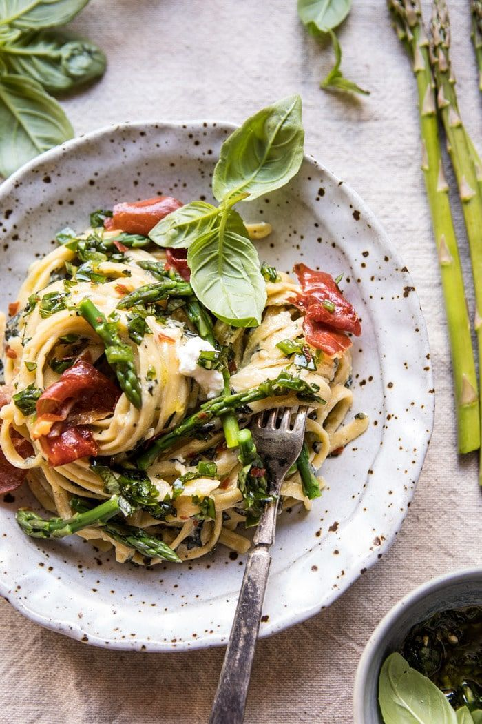 "Spicy Pesto, Asparagus, and Ricotta Pasta with Crispy Prosciutto | #pasta explore Pinterest""> #pasta…"