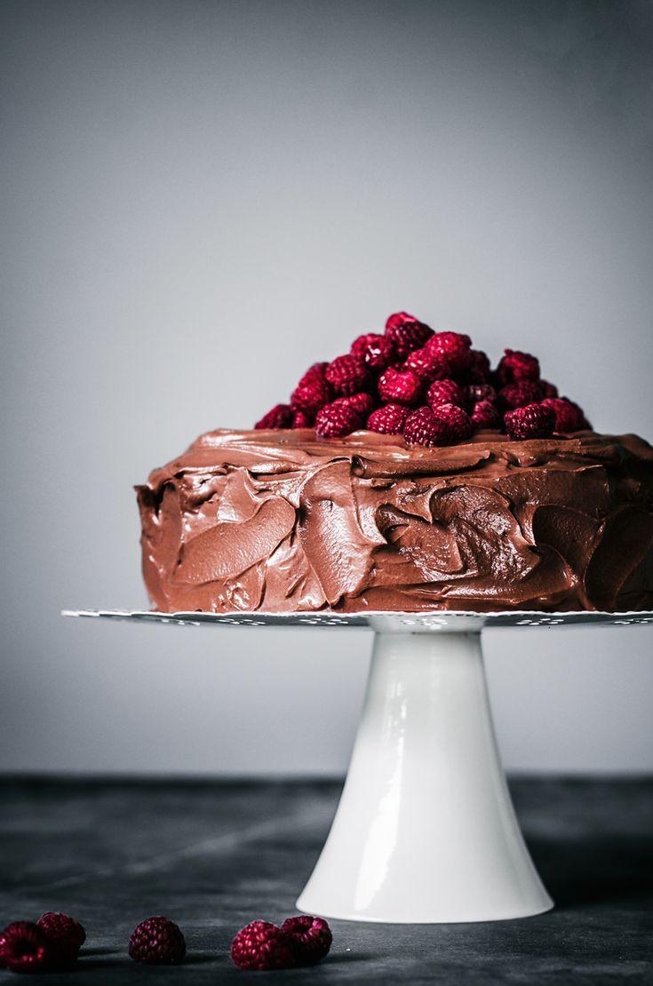 Vegan Chocolate Raspberry Cake | – a one bowl chocolate cake, layered with fresh…