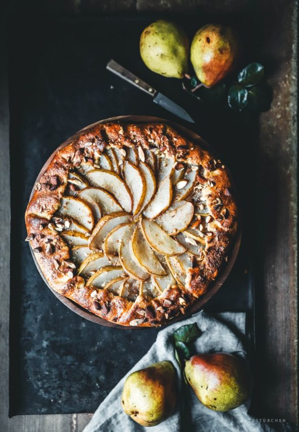 """Galette mit Birnen und Mandelcreme. Zum Rezept geht's hier entlang. #pears explore Pinterest""""> #pears…"""
